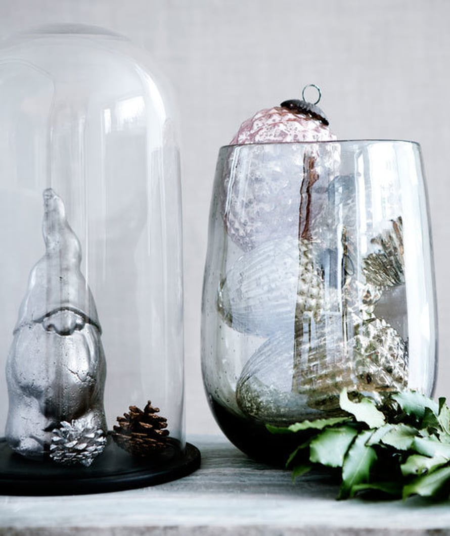 <p><p>Laita kuusenkoristeet lasimaljakoihin. Näin ne tuovat joulutunnelmaa kotiin, ennen kuin joulukuusi kannetaan sisään. Kuva ja tuotteet: Broste Copenhagen</p></p>