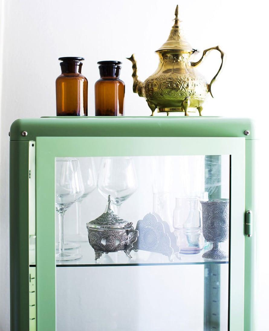 Mannan algerialaiset perintökalleudet ovat saaneet kunniapaikan lasikaapissa. Siellä niitä voi ihailla, kun häärii kokkauspuuhissa keittiössä.