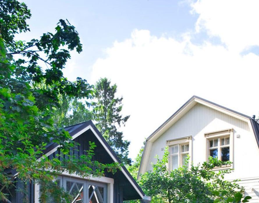 <p><p>Pihamaja remontoitiin vanhasta varastorakennuksesta. Maja sijaitsee aivan kadun reunassa ja antaa pihaan yksityisyyttä.</p></p>