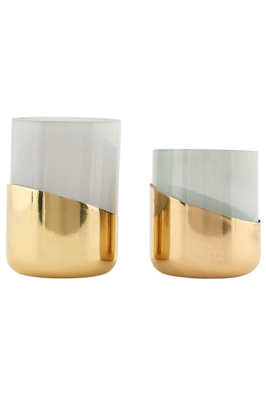 Tuikkulaseja ei ole koskaan liikaa. Erinäköisistä ja -kokoisista tuikuista voi koota pöydälle hersyvän kokonaisuuden. House Doctorin Lantern-muki 32 e, Royaldesign.fi.