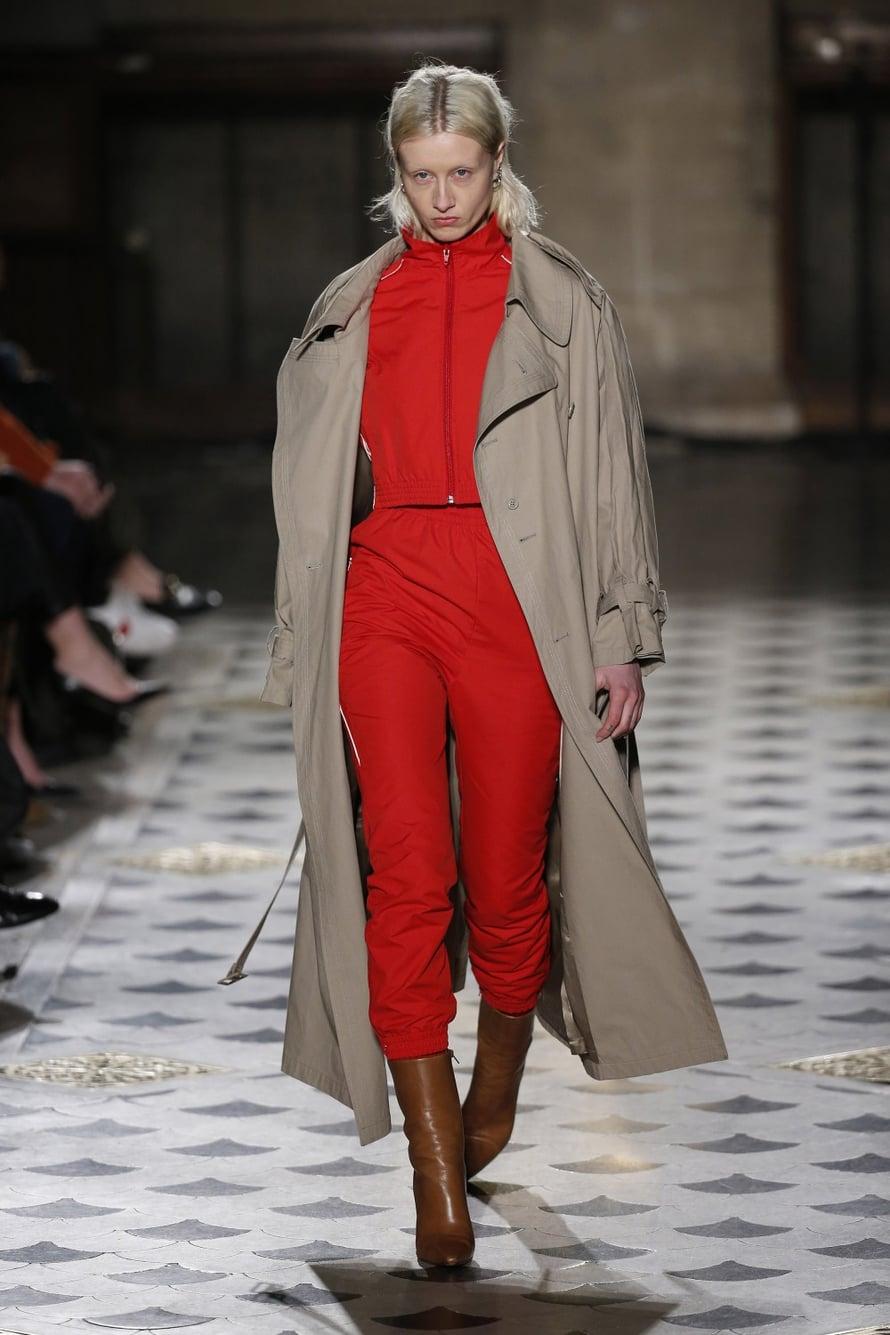 Muotikollektiivi Vetements on toinen merkki, jota nyt silmä kovana seurataan. Balenciagan Demna Gvasalia on myös tämän merkin pääjehu. Mallisto oli mittasuhteiltaan virkistävän omituinen.