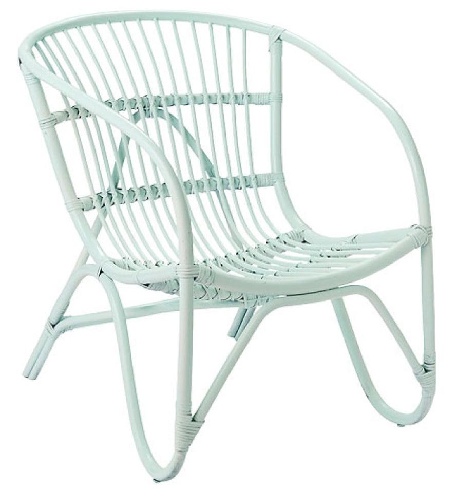 """Lumikenk&auml;-tuolia muistuttava Rattan-tuoli on Bloomingvillen, 302 e,&nbsp;<a href=""""http://royaldesign.fi/"""">Royaldesign.</a>"""