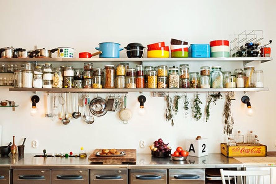 Jokainen keittiön esine saa kulua arjessa ja olla näkyvillä.