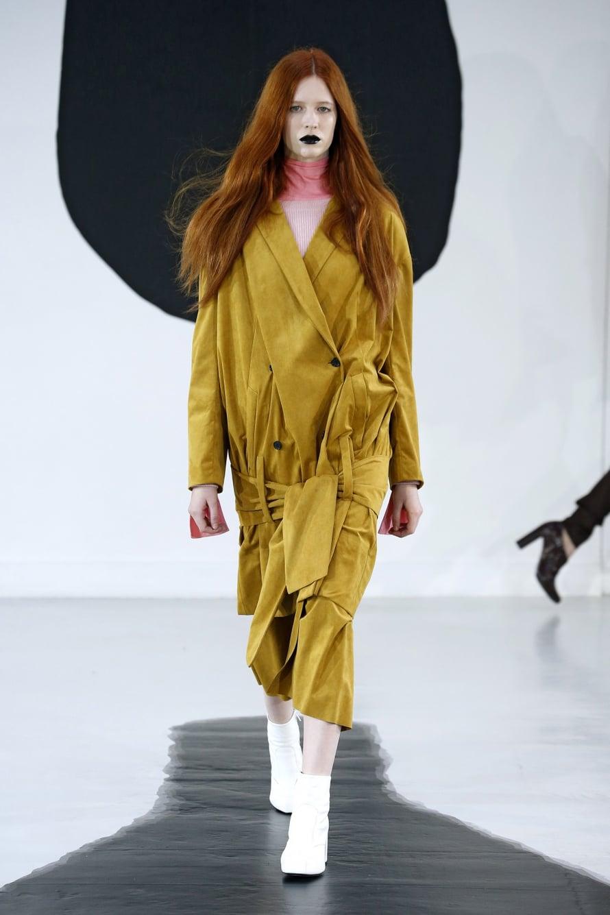 Tuomas Merikosken Aalto-kokoelma on ehjä ja kaunis. Tuomas pääsi vastikään myös arvostetun LMVH Prize -muotikilpailun finaaliin, onnittelut! Kilpailun järjestää luksusmerkkijättiläinen LMVH Moët Hennessy Louis Vuitton SE.