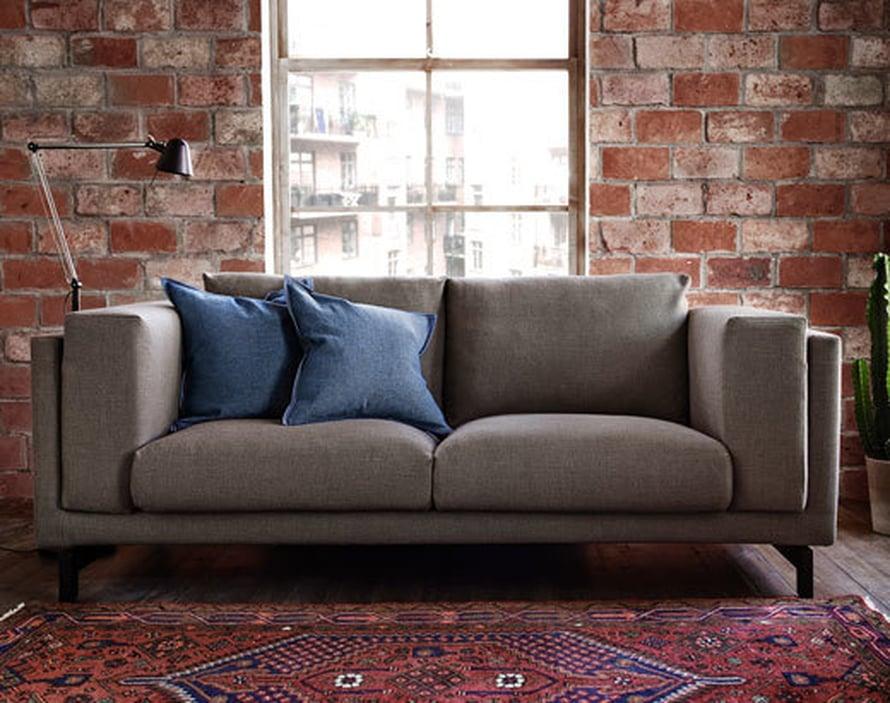 <p><p>Kahden hengen Nockeby-sohva on boheemi uutuus, 629 e, Ikea.</p></p>