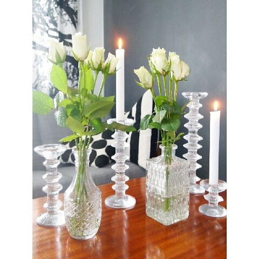 @miimiinkoti on löytänyt Festivo-kynttilänjalat kirpputorilta, samoin kuin karahvit.
