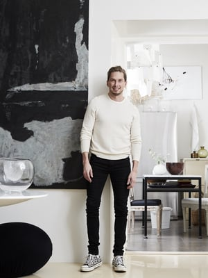 Sisustusarkkitehti Ilkka Mälkiäinen arvostaa pitkiä asiakassuhteita.
