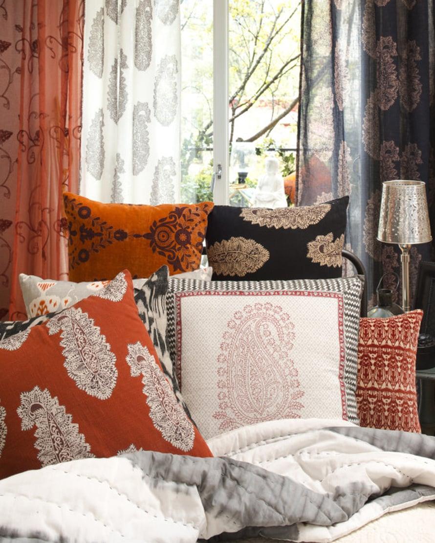 Ruosteinen värimaailma sopii Indiskan tekstiilien itämaisen mausteiseen tunnelmaan täydellisesti! Kuva: Indiska.