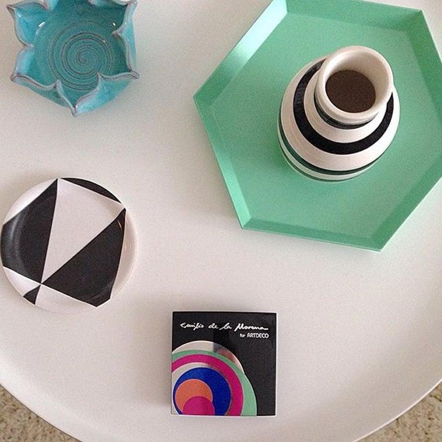 @tuulixgram on saanut toivomansa Normann Copenhagenin Tablo-pöydän lahjaksi. Vihreä tarjotin on saman valmistajan.
