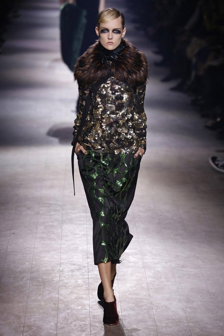 Belgialainen Dries van Noten pettää harvemmin. Myös uusin mallisto on elegantin tyylikäs ja naisellinen, silti särmikäs.