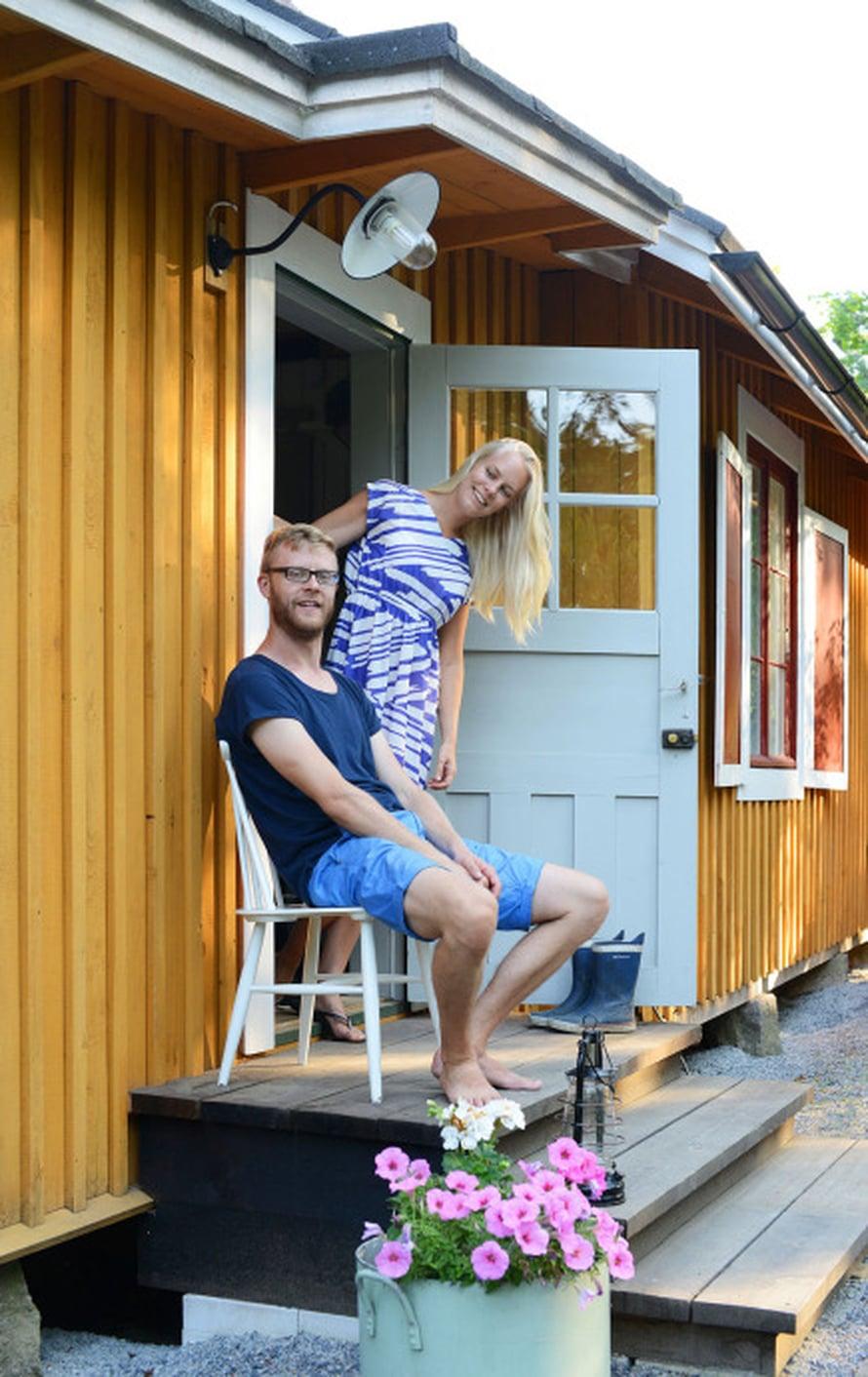 Sebastianja Suvi Segercrantzin kodin sisäänkäynti on takapihalla. Rehevällä takapihalla unohtaa olevansa kaupungissa.