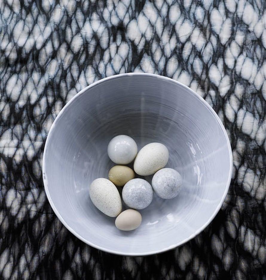 <p><p>Keraamiset munat pysyvät yhtä tyylikkäinä vuodesta toiseen. Kuva: Tine K Home</p></p>