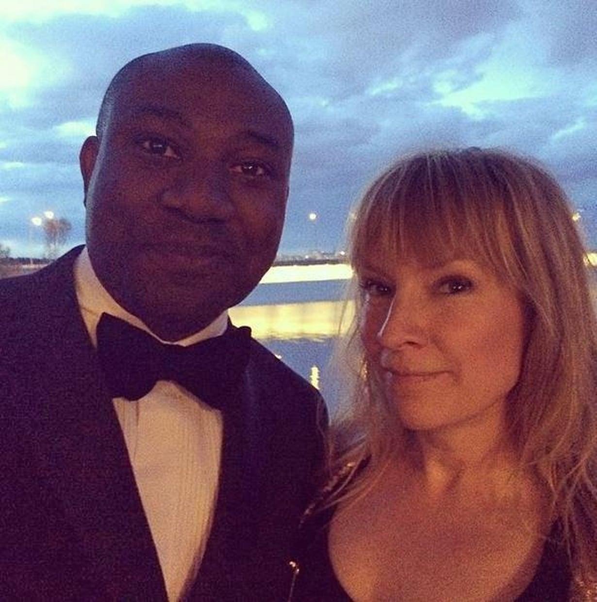 Juhlatunnelmissa mieheni Lincoln Kayiwan kanssa.
