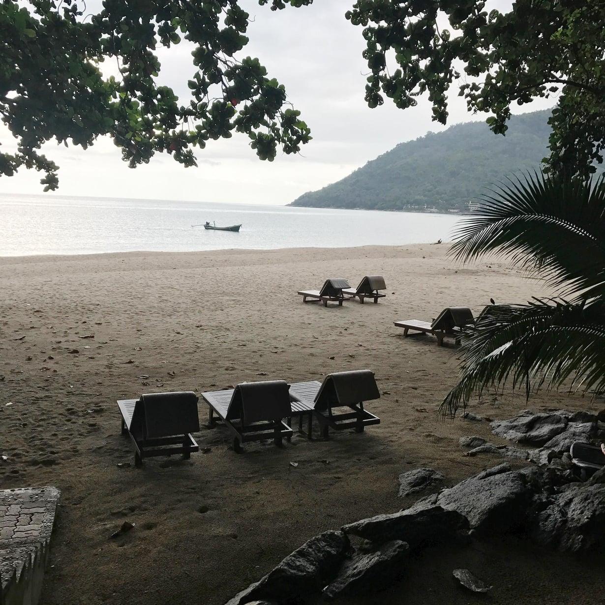 Khanonin rannoilla on rauhallista.