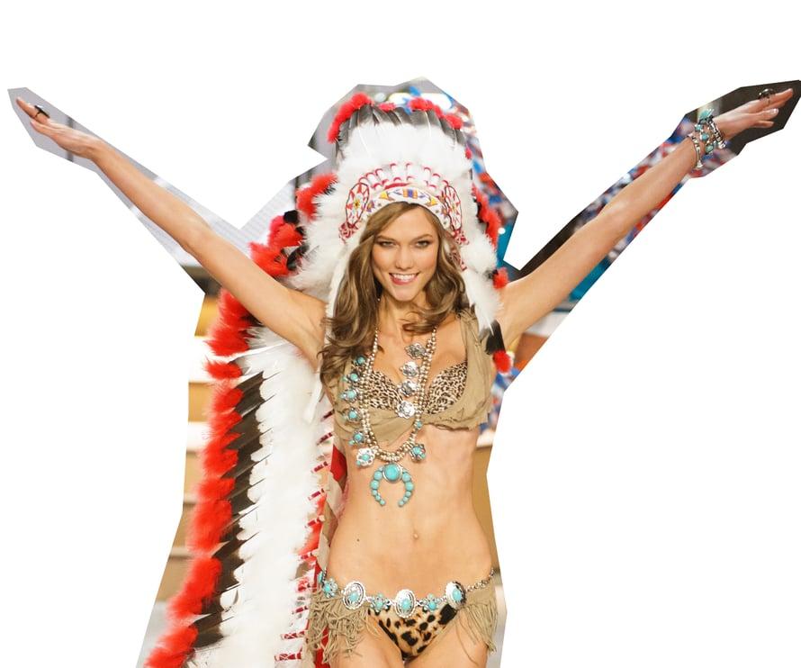 Intiaanipäähine sai kyytiä Victoria's Secretin show'ssa vuonna 2012.