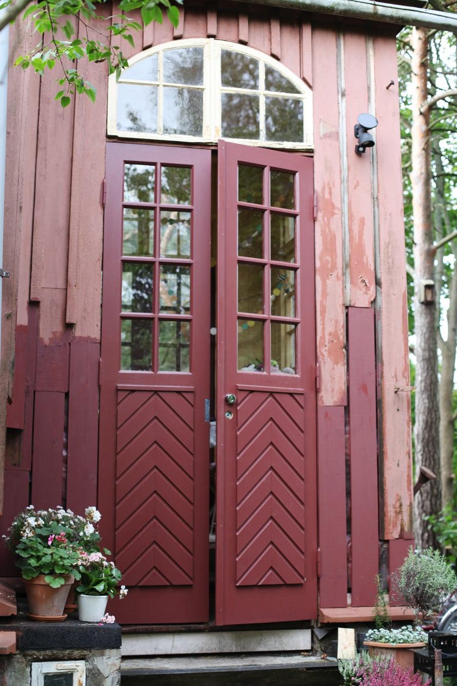 puutalo; kuisti; ovet; puuseppä