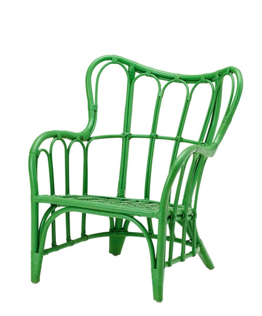Rottinki on kesän kuumin kalustemateriaali. Vihreä väri tekee kurvikkaasta tuolista uuden näköisen. Nipprig -tuoli 39,95 e, Ikea.fi.