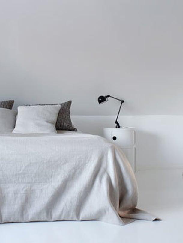 <p><p>Makuuhuoneen yleisilme oli talven jäljiltä väritön, jäsentelemätön ja tylsä. </p></p>