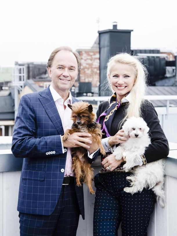 """Sverker kuuluu Helsingissä viiteen eri herraklubiin. """"Sanotaan, että herrasmies syntyy kolmessa  sukupolvessa, mutta daamiksi vaaditaan viisi."""""""