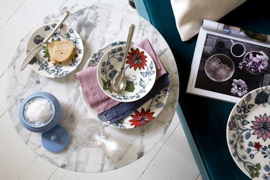 <p><p>Marmori on ollut pinnalla jo jonkin aikaa ja sopii alustaksi Arabian Runo-astioillekin mainiosti. Aamiainen yhdelle, hmmm, en pistäisi pahakseni. Kuva: Arabia.</p></p>