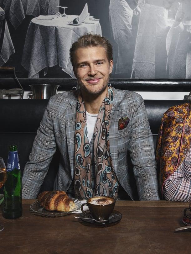 Jalkapalloilija Paulus Arajuuri ja näyttelijä Adeliina Arajuuri loistivat Glorian muotijutun malleina.