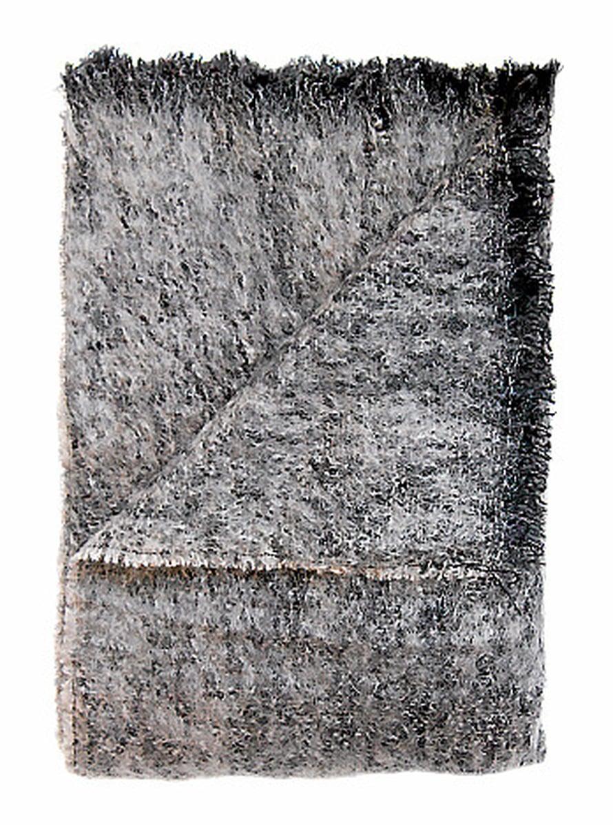 Epätasainen meleerattu pinta korostaa luonnonmateriaalin tuntua. Mohairpeiton pinnan saa pysymään pehmeänä harjaamalla. Lawrence-torkkupeitto, 225 e, Ellos.fi.