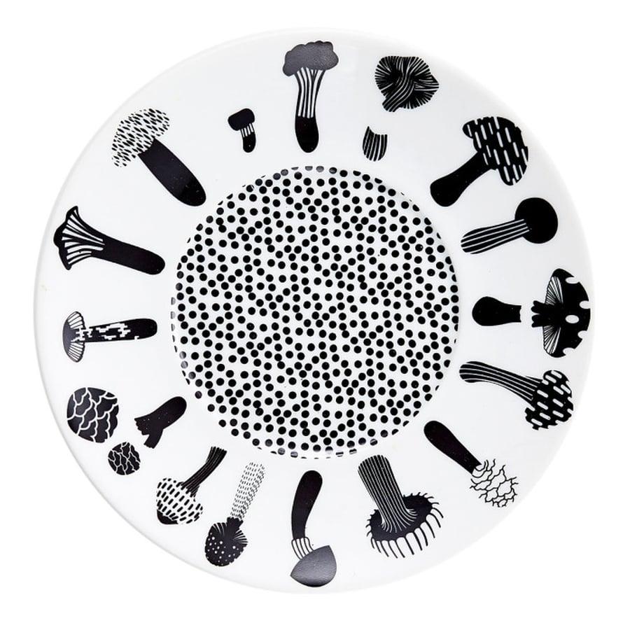 House of Rymin sienikuvioinen Shroomville-lautanen on vallan veikeä lisä kattaukseen, 16 e, Domdom.fi.
