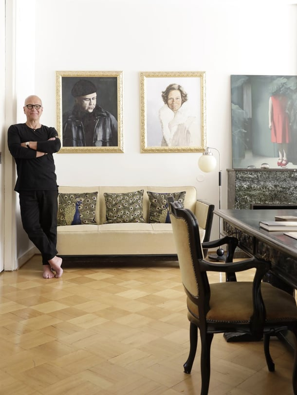 Markulle kodissa tärkeintä on se, että koko perhe viihtyy kotona ja myös ystävät ovat sinne tervetulleita. Markun muotokuvan on maalannut Viggo Wallensköld, Minnan taas Jukka Rosti.
