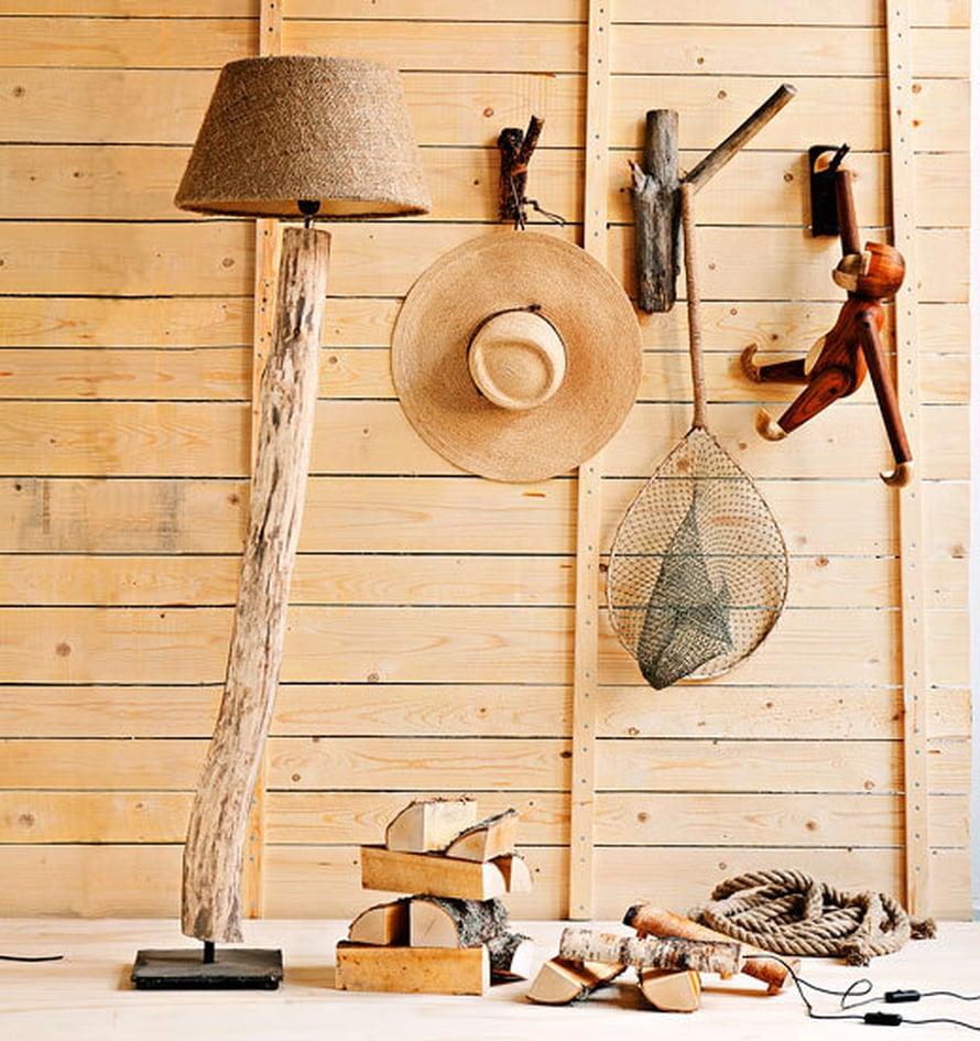 <p><p>Fleimiolta voi ostaa laatikollisen kauniisti muotoiltuja klapeja nimellä Fire Wood -sisustushalko. Voi niitä oikeasti myös polttaa, sillä ne ovat koivua. Ledivaloilla varustetut klapit ovat Tuomas Kohvakan designia. Kuva: Pekka Järveläinen</p></p>