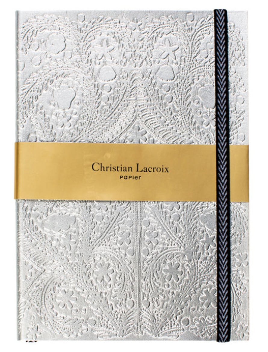 Salaiset ajatukset kannattaa tallentaa hopeakantiseen Christian Lacroix'n muisti-vihkoon, 29 e, Proloque.