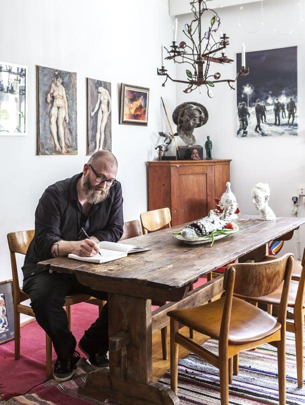 Sakari Kannosto on kuvanveistäjä ja opettaja sekä Arabian taideosaston tämän vuoden vieraileva taiteilija.