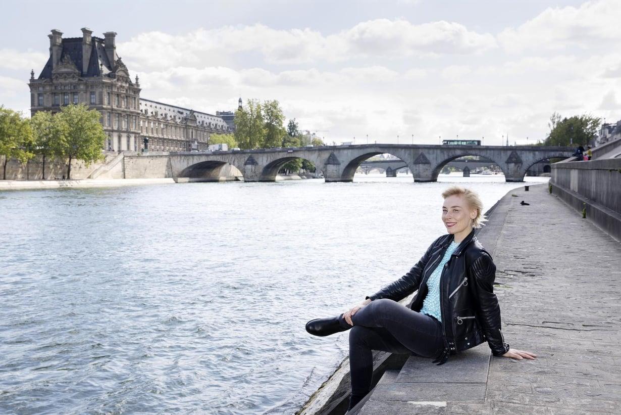Laura Lindstedt peri Ranska-rakkautensa äidiltään. Ensin hän oppi ruokasanaston.