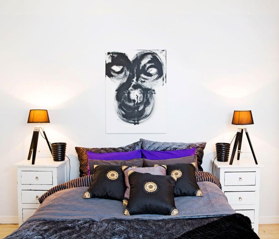 Sängyllä pitää olla runsaasti muhkeita tyynyjä, jotka kutsuvat makoilemaan. Noora haaveilee löytävänsä makuuhuoneeseen muhkean ja pehmeän sängynpäädyn, joka tekisi pötköttelemisestä vieläkin mukavampaa.