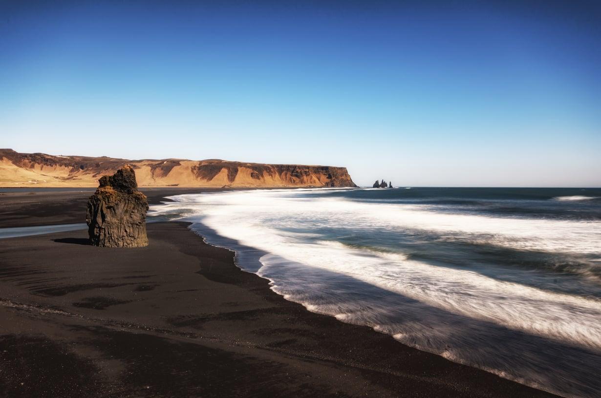 Reykjavikissa tuoksuu merelle, suolalle ja kalalle. Keli vaihtuu nopeasti, joten repussa kannattaa kantaa vedenpitävät vaatteet.