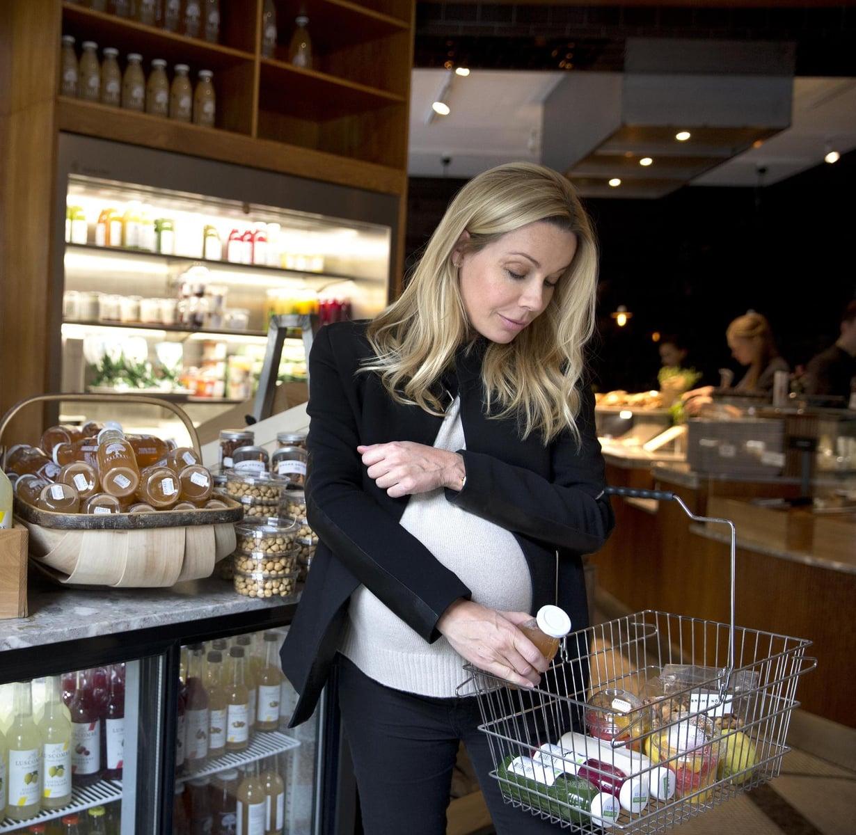 Ravintola Bromsin take away -osastolta Pernillan mukaan päätyy usein erilaisia mehuja. Myrkynvihreä kurkkua, salaattia, pinaattia, selleriä ja spiruliinaa sisältävä Chlorophyll on Pernillan suosikki.