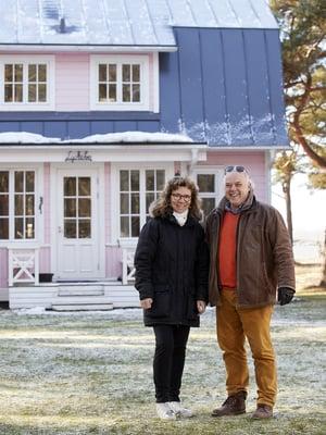 Elina Seikku ja Jan-Erik Chydeniuksen oma Hangon talo on entinen kalastajanmökki ja sijaitsee aivan meren rannalla.