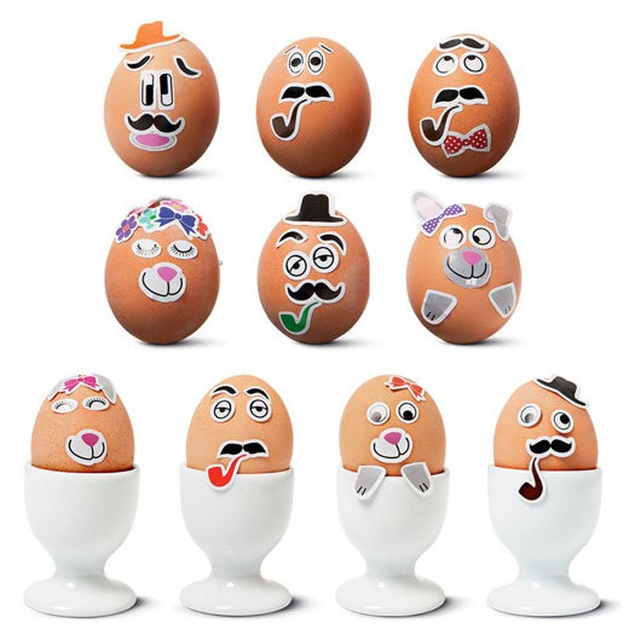 """<p><p>Hih, munien """"maalaaminen"""" ei ole koskaan ollut näin helppoa. Tarroilla voi tehdä hauskoja persoonia munien kylkeen. Kuva: Tiger Stores</p></p>"""