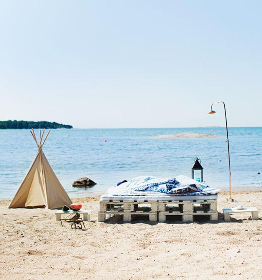 <p><p>Eurolavoista tehty sänky rannalle ja kesää viettämään! Kuva: Päivi Anita Ristell</p></p>