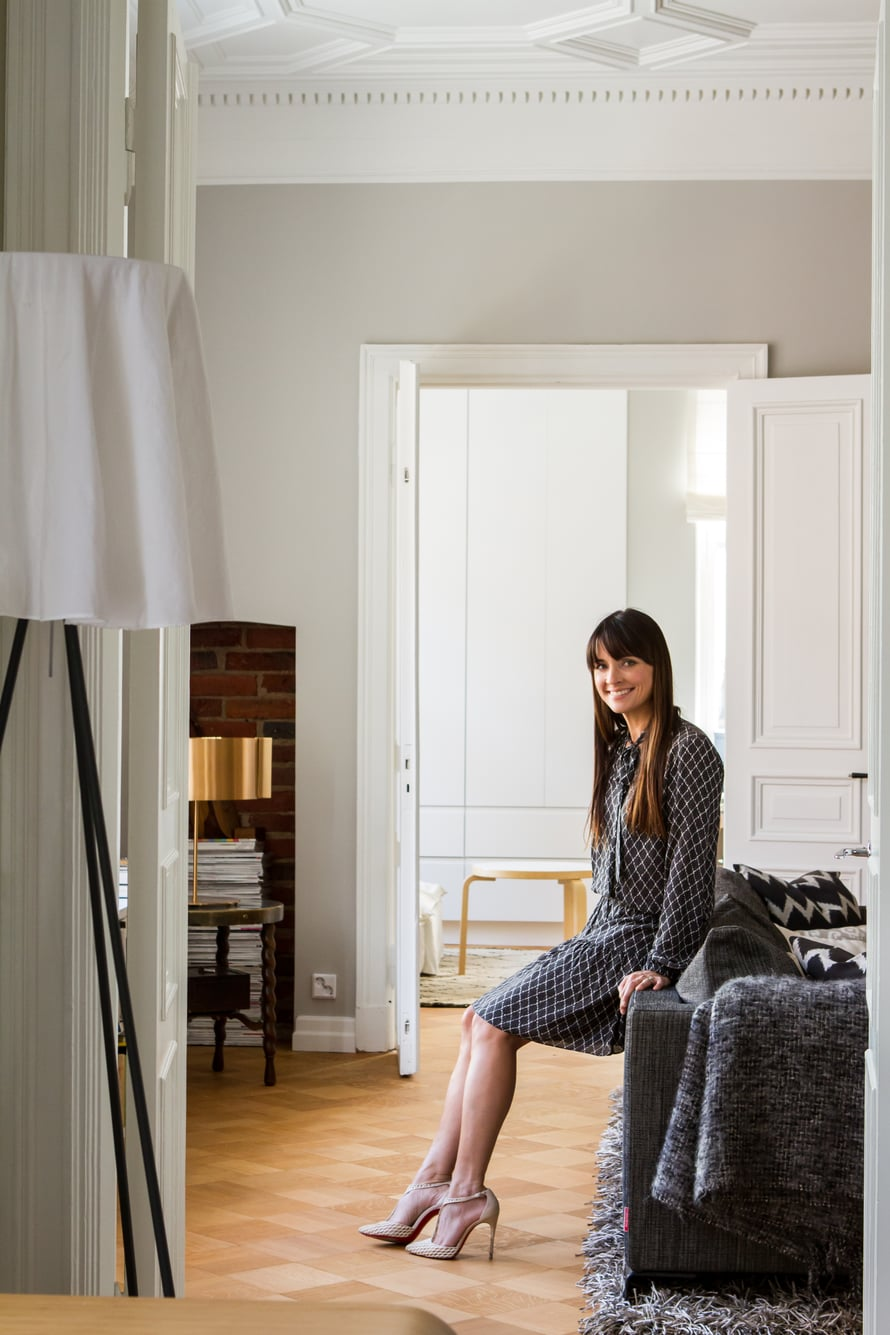 Philippe Starckin Flosin suunnittelema Rosy Angelis -lattiavalaisimen varjostin on keveä kangas.