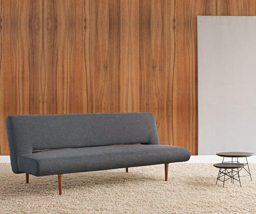 <p><p>Innovationin Unfurl-sohvan voi levittää pediksi. 50-lukua henkivä sohva on  siro, joten se sopii hyvin pieneen kotiin, 802 e, Vepsäläinen.</p></p>
