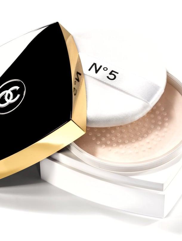 "Chanel n:o 5 Loose Powder, 75,95 e/145g, www.transmeri.fi. Kuva: <span class=""photographer"">Valmistaja</span>"