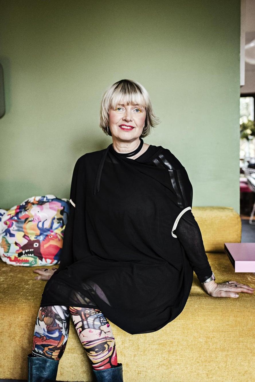 """""""Väljä mekko on omaa Maiham-tuotantoa. Valmistimme niitä viime kesänä rajoitetun erän. Sukat on hankittu Tokiosta, saappaat vintagea 90-luvulta."""""""