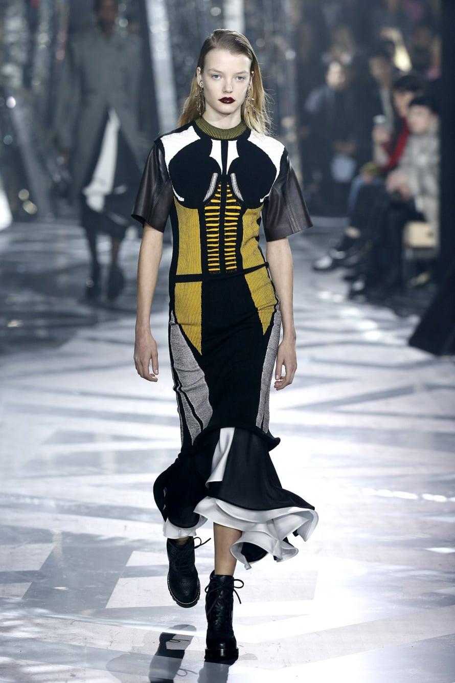 Louis Vuittonin pääsuunnittelijana jatkaa Nicolas Ghesquière. Uusin mallisto on futuristisen supersankankarimainen – raikas ja virkeä!