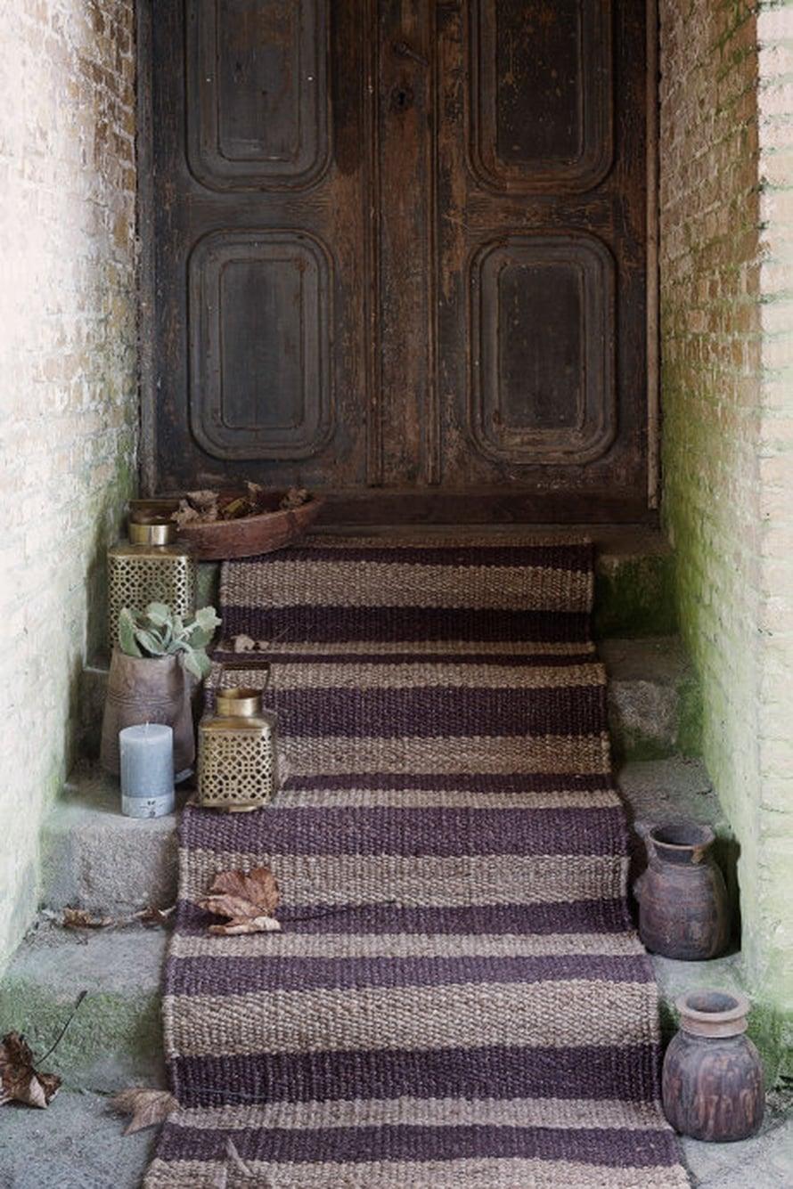 Onpa kiva tulla kotiin, kun portailla on lyhtyasetelma odottamassa! Kuva ja tuotteet: Day Home