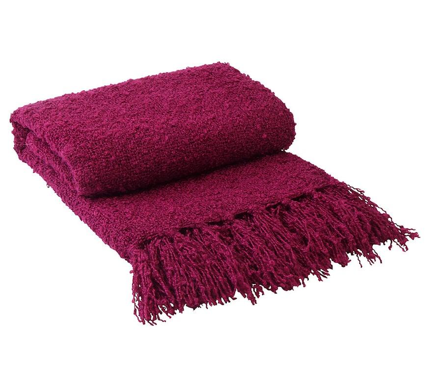 Parasta syksyssä: saa käpertyä sohvalle pehmeän viltin alle. Mysa-torkkupeitto on akryyliä, 10,90 e, Jotex.fi.