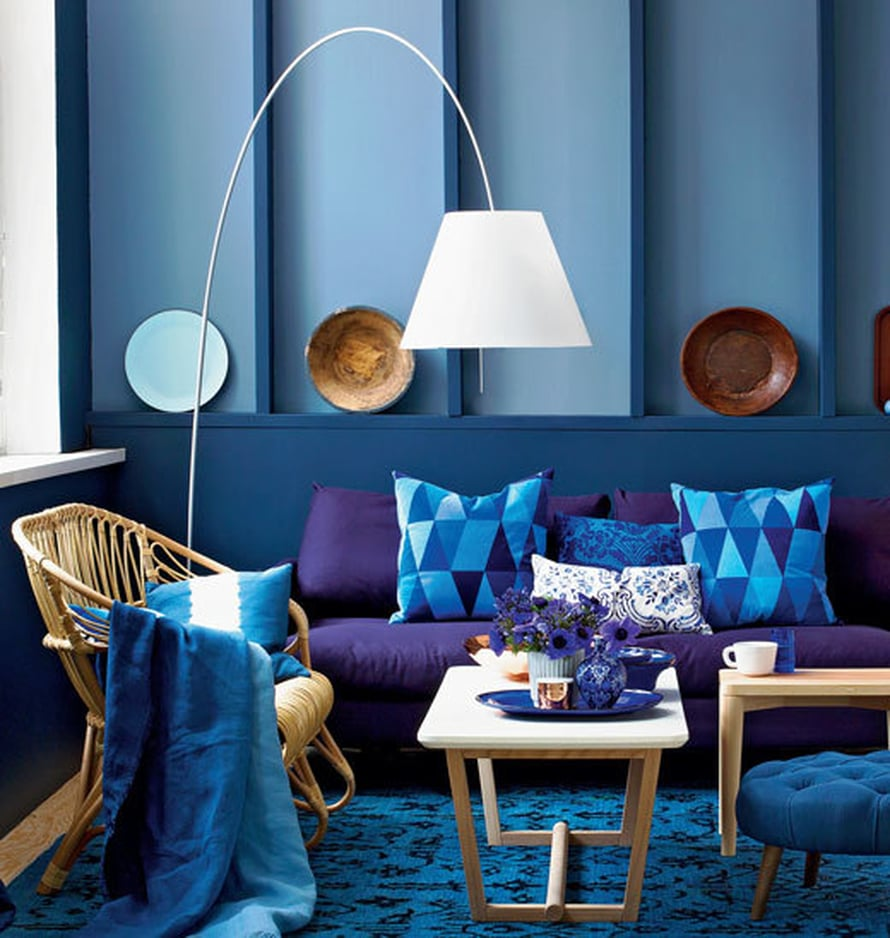 <p><p>Kun olohuone väritetään sinisen eri sävyillä, se näyttää näin rauhalliselta mutta samalla luonteikkaalta.</p></p>