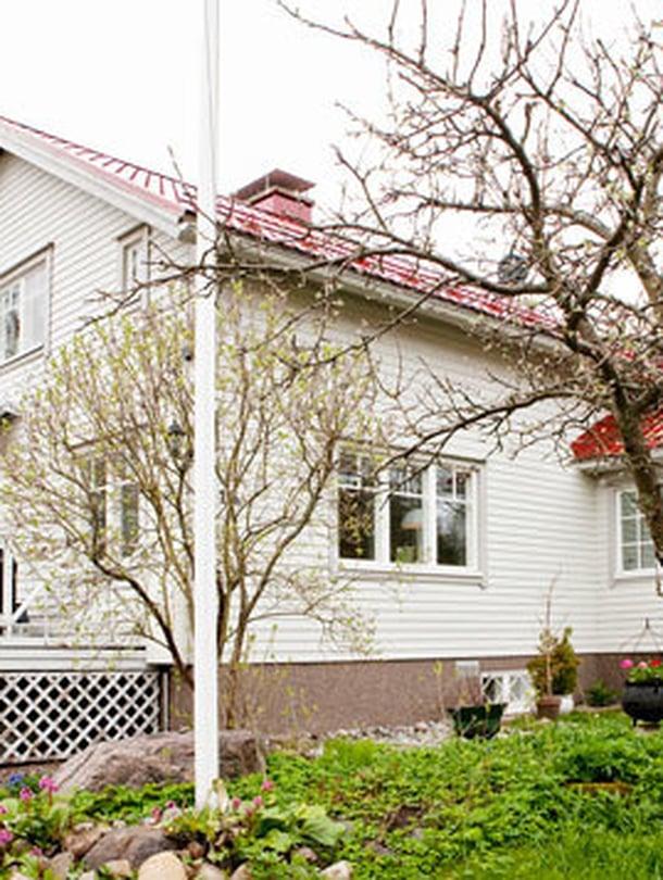 Seija Strand asuu isoisänsä vuonna 1954 rakentamassa rintamamiestalossa. Hän on asunut täällä myös lapsuudessaan: Seija asui vanhempineen yläkerrassa ja isovanhemmat alakerrassa.