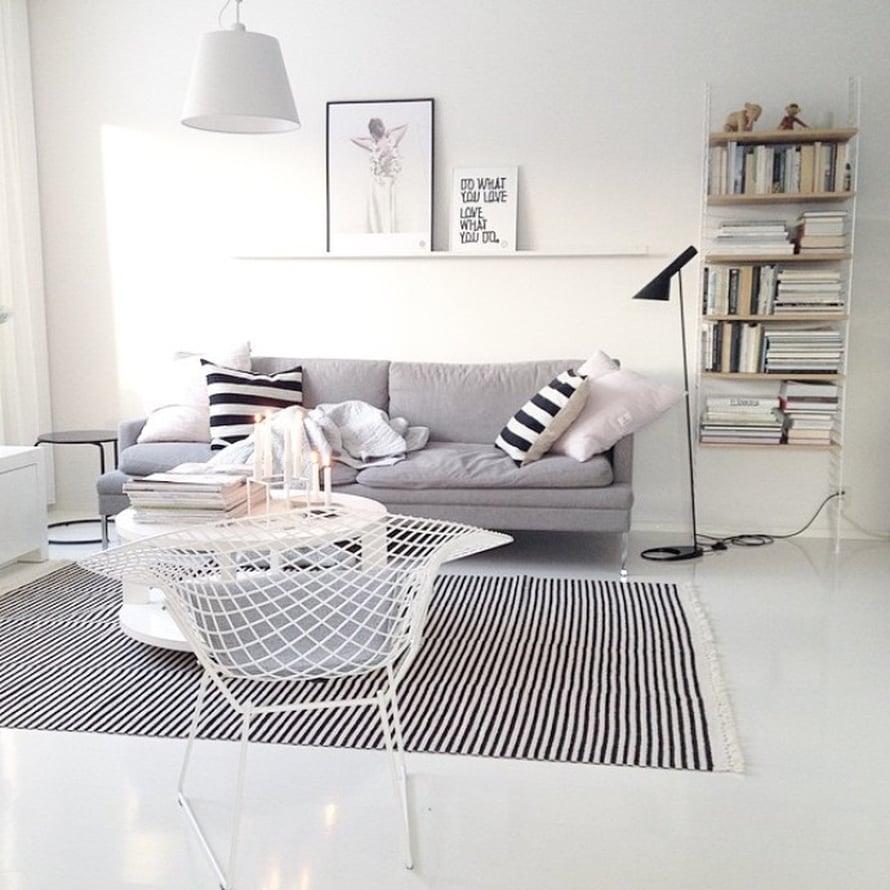 @vaihtelevastivalkoista nauttii valkoisesta kodistaan, kun aurinko paistaa taas.