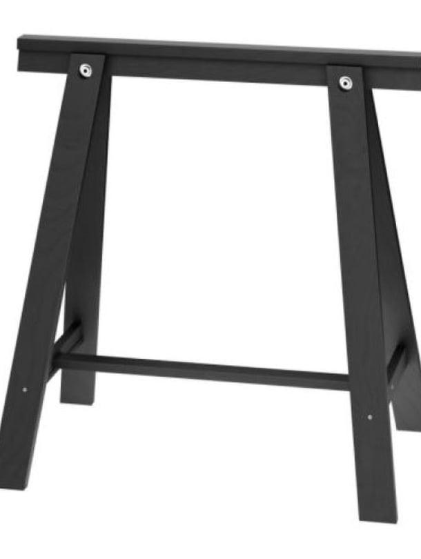 Pienen budjetin Oddvald-pukkijalat ovat massivimäntyä, 10 e/kpl, Ikea.