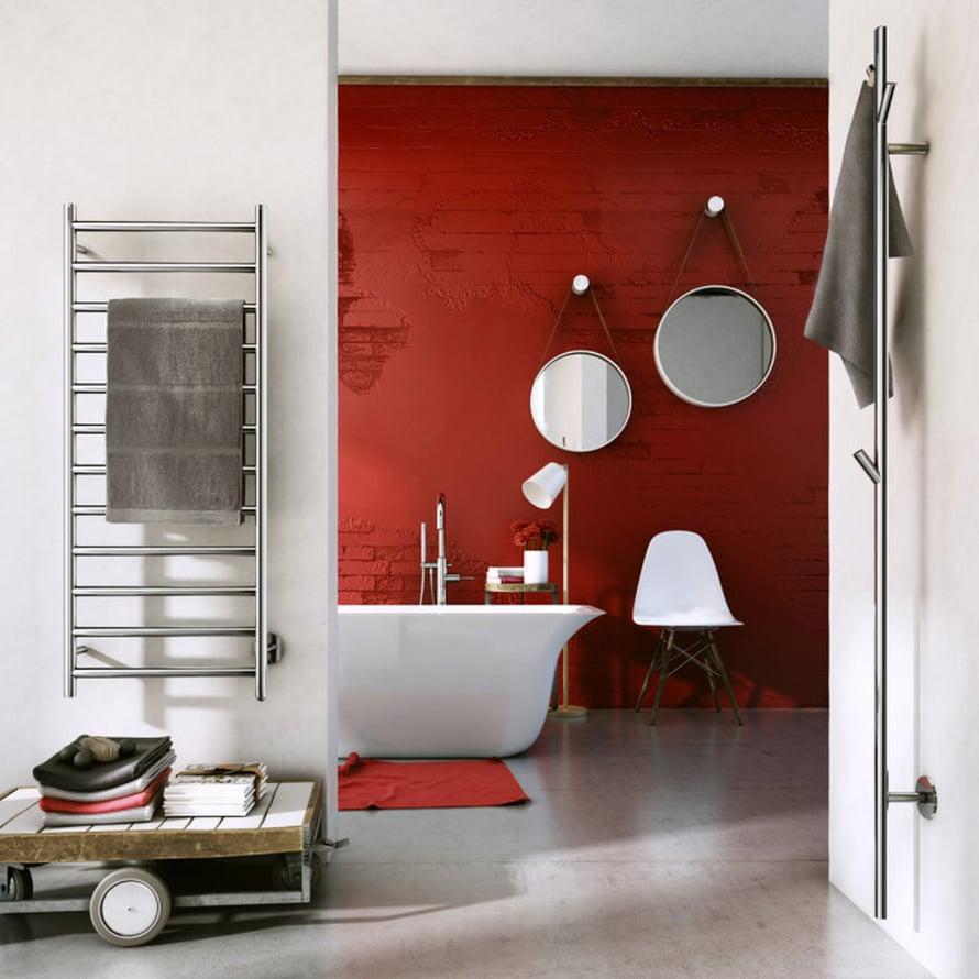 Rosoinen tiiliseinä on maalattu perusmuotoaan punaisemmaksi ruosteisen sävyisellä maalilla. Smedbon DRY-sarjan kuivaimet alkaen 240 e. Kuva: Perpr